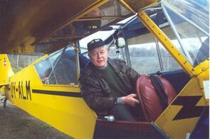 Robert Olsen i sin Piper Cup